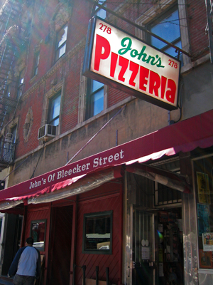 johns_pizzeria_05.jpg